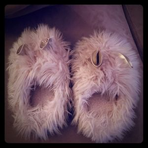 Shoes - Girls size medium fuzzy slippers